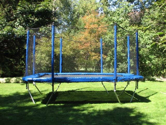 16ft Octagonal Backyard Trampoline | Trampoline Country ...